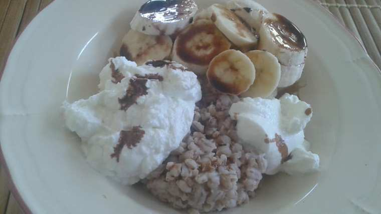 Hulled barley, yogurt and banana topped with reduced balsamic