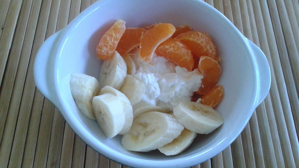 Greek yogurt, 1 banana, 1 tangelo